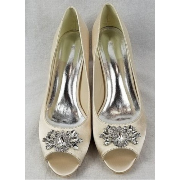 unbranded Shoes - Unbranded women's satin rhinestone shoes